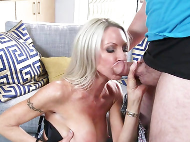 Blonde mom amazes with her tight pussy