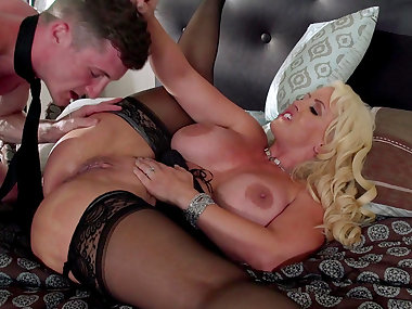 Mom blonde Alura Jenson fucks in her mouth