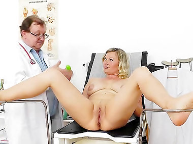 Mature mom Kathy Sweet and her doc