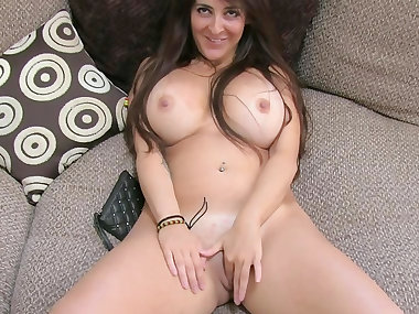 Busty mom Kim fucks in her nice face