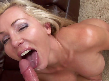 MILF Lisa De Marco is swallowing sperm