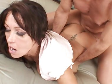 Mom brunette Kristina Cross fucks in her booty