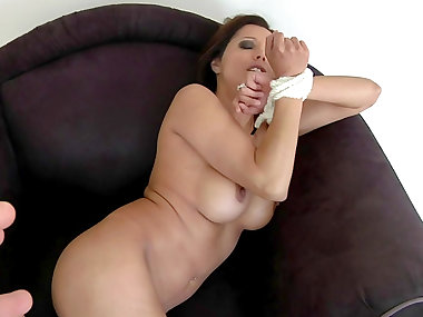 Milf is posing naked on her leather chair