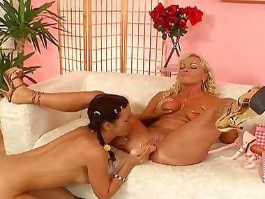 Georgina and Renata are sucking pussies
