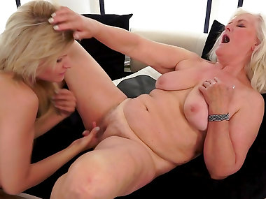 Judi sucks old snatch of slutty Kitty Rich