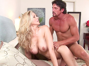 Tommy Gunn is fucking with blonde Julia Ann