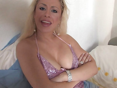 Mature blonde Michelle shows her boobies