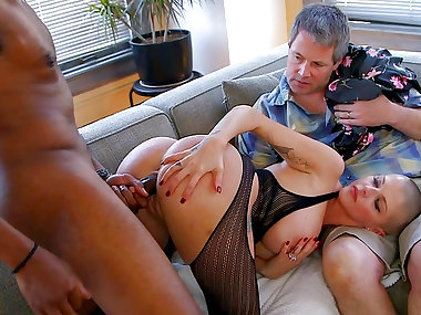 Sean Michaels fuck this sexy bald mom
