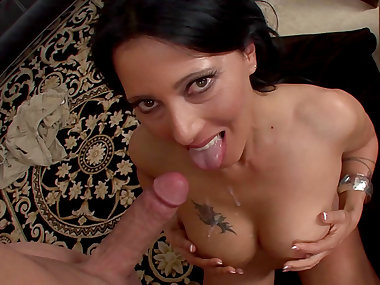Latina Zoey Hollaway is swallowing juicy sperm