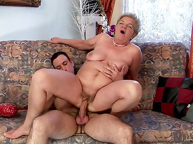 Hardcore mom Lady Bella fuck with old man