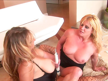 Debi Diamond is fucking with her sister