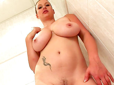 Cute inked mommy Sandy K shows off her naked body