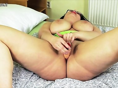 Gorgeous amateur mom dreaming of y Arica from onmilfcom
