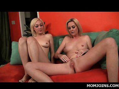 Mom and teen blondes finger fuck lusty cunts