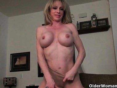 Mom's oversized clit needs rubbing