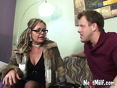classy mom Janice and how she fucks a guy