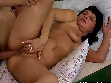 Horny guy loves fucking a mature mom part3