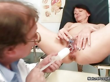Dirty mom gets her wet pussy checked part6