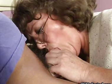 Dirty mature mom sucking and kissing part2