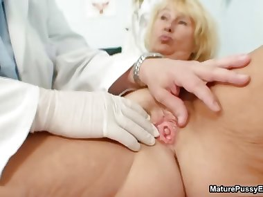 Horny doctor inspects a mature mom part4