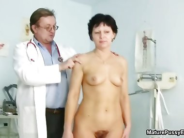 Hairy mature mom gets her pussy checked part2