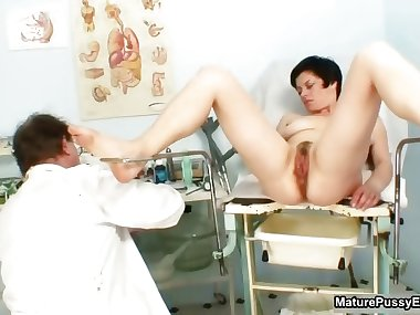 Dirty old man inspects this mature mom part5