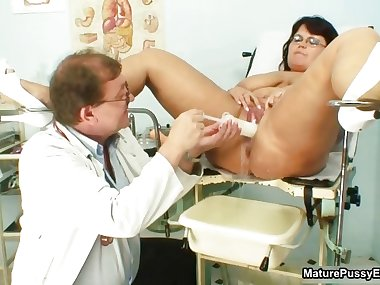 Horny doctor fucks a BBW mom her tight part6