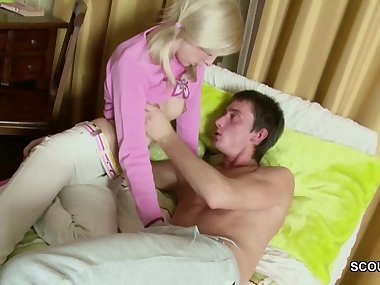 Petite Sister Wake Up Moms Young Lover to get Fuck