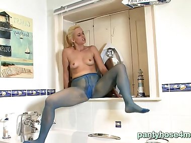Mom dirty pantyhose