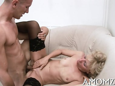 Shameless mom gives her horny dirty cleft for some hardcore