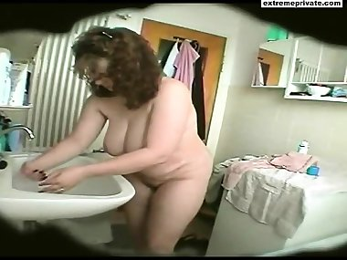 Bathroom spy footage BBW Mom Natasja