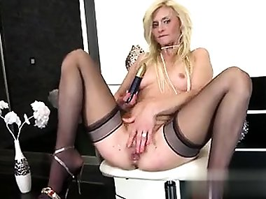 Real mature mom with perfect body and sq - My Date from MILF