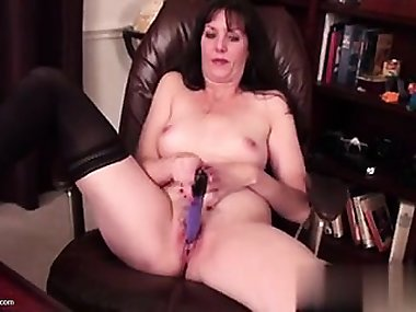 Real mature mom and wife with hungry pus - Found her on MILF