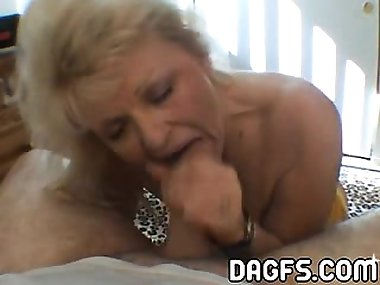 Old fashionned slutty mom sucks a dick in a hotel room