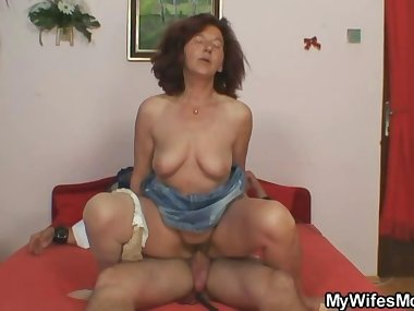 She finds old mom riding her hubbys dick