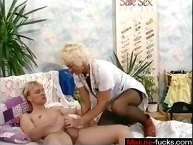 Young blonde guy eats a fat MILFs juicy pussy in bed