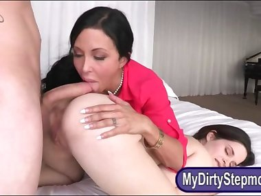 Teen invites her stepmom into a threesome