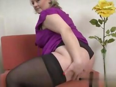 fat lady has a wank session to explore