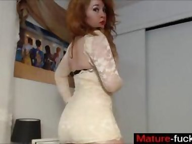 redhead slut does her pose off session