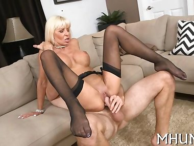 Milf cant stop cumming from sex